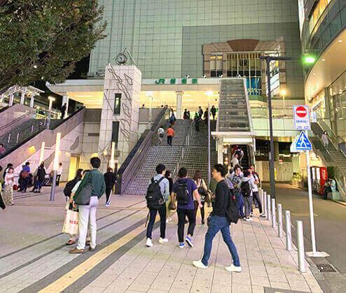 新宿駅東南口の自転車駐車場その1