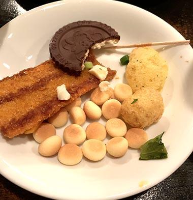 渋谷駄菓子バーの最後の方、料理が残る