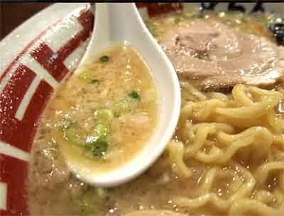 屯ちん池袋本店のラーメンスープの画像