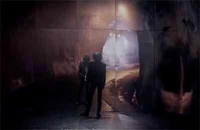 椎名林檎「鶏と蛇と豚」に映る獣ゆく細道の1シーン画像