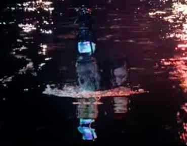 椎名林檎「鶏と蛇と豚」のMVストーリー意味解説「召喚されるシーン」画像その2