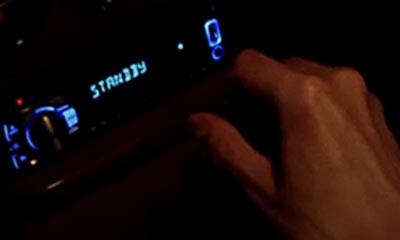 米津玄師MV「感電」の車内には待機中の文字がある演出