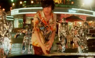 米津玄師「感電」MVの悩む青年の理想と現実を描く演出シーンその2