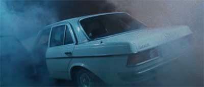 米津玄師のMV「kanden」の演出で車から煙が出るシーン
